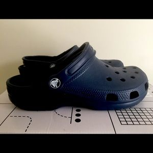 Unisex Blue crocs men's 6 women's 8